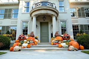 Halloween house front pumkins